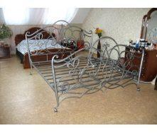 Кровать кованая с ажурным изголовьем