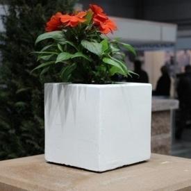 Бетонная ваза Золотой Мандарин Куб малый 180х180х180 мм белая
