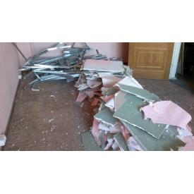 Демонтаж обшивки со стен из гипсокартона