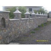 Будівництво паркану з природного каменю