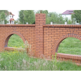 Строительство забора из клинкерного кирпича