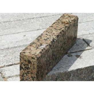 Бордюр дорожный из натурального гранита с фаской 100х30х15 см бежевый