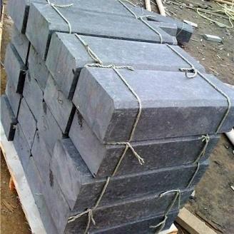 Бордюр дорожный из натурального гранита с фаской 100х30х18 мм черный