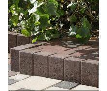 Поребрик фигурный квадратный Золотой Мандарин 500х80х250 мм на сером цементе коричневый