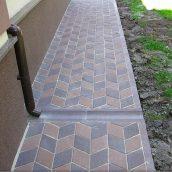 Отлив Золотой Мандарин 500х200х60 мм коричневый на сером цементе