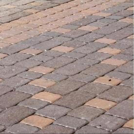 Тротуарна плитка Золотий Мандарин Стара площа 160х40 мм на сірому цементі коричневий