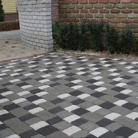 Тротуарна плитка Золотий Мандарин Стара площа 160х40 мм на сірому цементі чорний