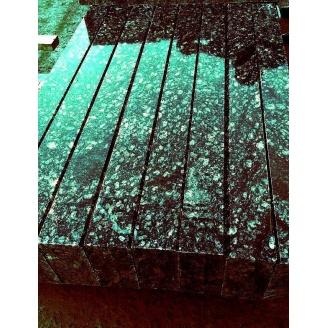 Бордюр парковый из натурального гранита с фаской 100х20х8 см зеленый
