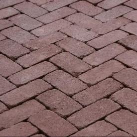 Тротуарна плитка Золотий Мандарин Цегла Антик 200х100х60 мм на сірому цементі бордовий