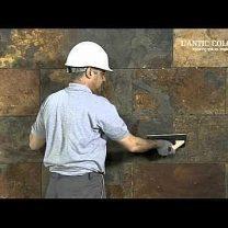 Вертикальная укладка плитки из натурального камня