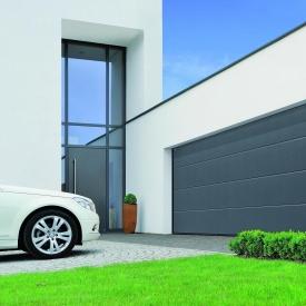Ворота гаражні секційні двостінні Hormann LPU L-гофр woodgrain RAL 7016 сірий антрацит