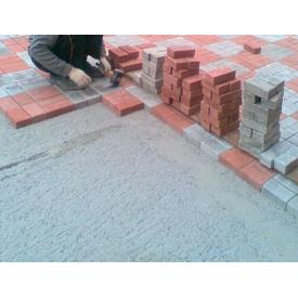 Укладка тротуарной плитки на бетонное основание