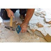 Демонтаж плитки в помещении
