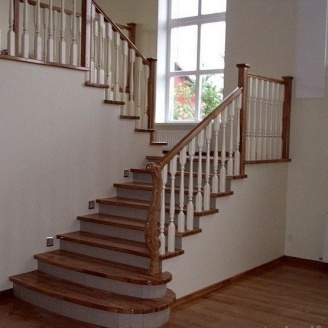 Изготовление деревянной лестницы на бетоне