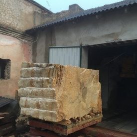 Блок з пісковика Ямпольського родовища під замовлення