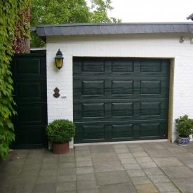 Ворота гаражні секційні Ryterna R40 woodgrain фільонка RAL 6009