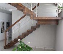 Лестница на больцах с стальными элементами