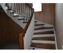 Комбинированная лестница из дерева