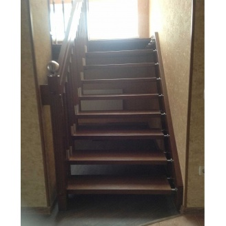 Лестница на больцах с стальными декоративными элементами