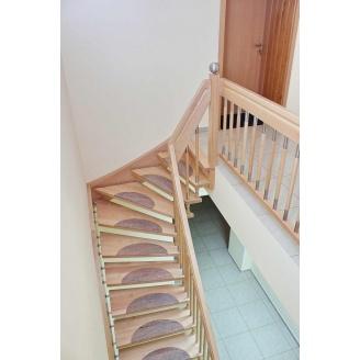 Лестница на больцах с декоративными вставками на ступенях бежевая