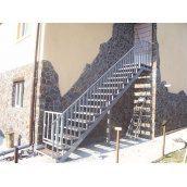 Лестница наружная Триумф Запад с металлическими перилами и ступенями