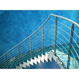 Лестница стеклянная Триумф Запад с металлическими перилами