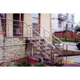 Сходи зовнішні Тріумф Захід з металевими поручнями і кам'яними сходами