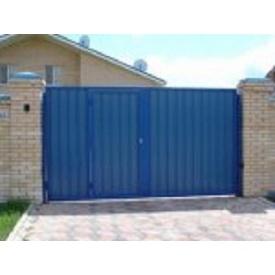 Распашные ворота с калиткой из профнастила синие