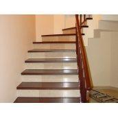 Декорирование лестницы с использованием отделочных материалов