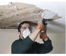 Демонтаж штукатурки потолка