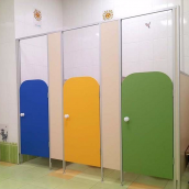Сантехническая перегородка НОВЫЙ ПРОЕКТ ГРУПП туалетная для детских садиков 750х1000х1200 мм