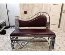 Кованый диванчик с мягким сидением