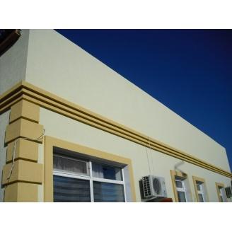Отделка фасада дома штукатуркой Короед пенопласт 50 мм