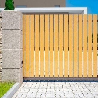 Распашные ворота Alutech Comfort деревянная доска