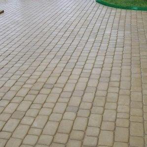 Тротуарна плитка Золотий Мандарин Старе місто 120х40 мм на сірому цементі гірчичний