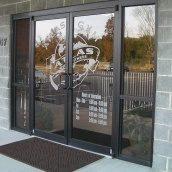 Вхідні двері алюмінієві розпашні НОВИЙ ПРОЕКТ ГРУП 2100 мм