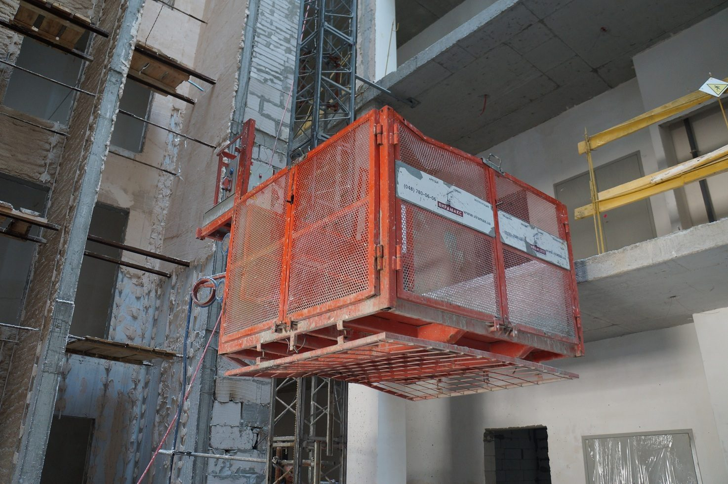 г. Одесса, Коста фонтана. Мачтовый грузовой подъёмник IZA 1500