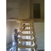 Лестница из сруба свежеспиленной сосны под заказ