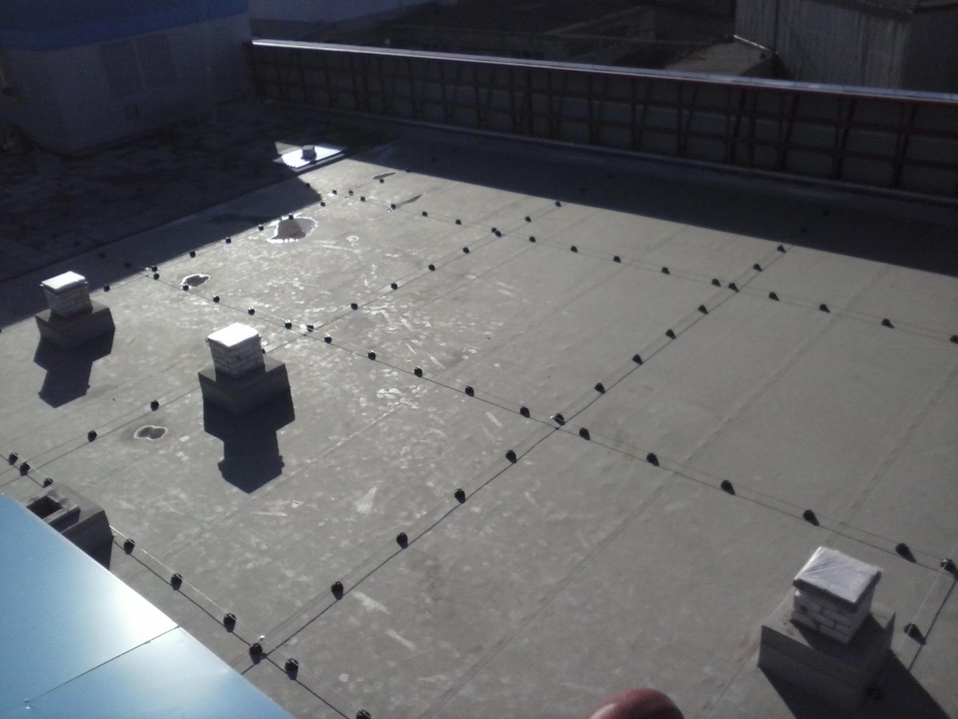 роботи по монтажу систем блискавкозахисту на Плоских поверхнях.