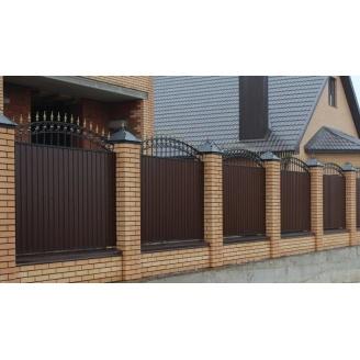 Забор из профнастила с кирпичными столбами под ключ