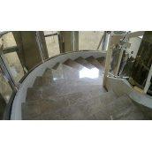 Облицовка лестницы мрамором