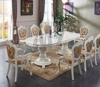 Як вибрати обідній стіл у вітальню: корисні поради та рекомендації