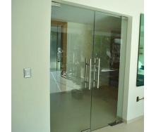 Двери стеклянные Студия закаленного стекла маятниковые двойные 2100x1600 мм