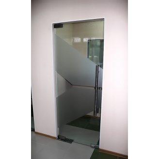 Двери стеклянные Студия закаленного стекла маятниковые одинарные 2100x800 мм