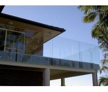 Скляне огородження Студія гартованого скла на точкових кріпленнях 1000х1000 мм