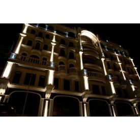Монтаж систем подсветки фасада