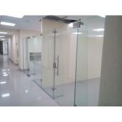 Стеклянная перегородка для офиса с использованием закаленного стекла