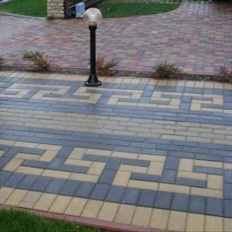 Тротуарна плитка Золотий Мандарин Цегла стандартний 200х100х60 мм на сірому цементі чорний