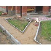 Установка бетонного тротуарного бордюру