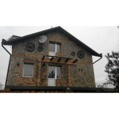 Оздоблення фасаду природним каменем